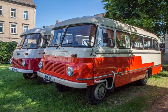 """LO """"Ello"""" - Robur-Fahrzeuge auf dem Hof der ehemaligen Zittauer Brauerei"""
