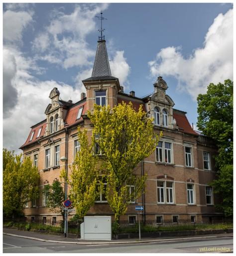 Goethestraße Ecke Korseltstraße : Backsteinschönheit hinter Halbschleier