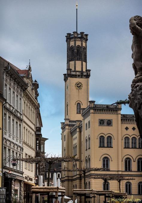 """""""Neue Regenschirme"""" auf dem Marktplatz"""